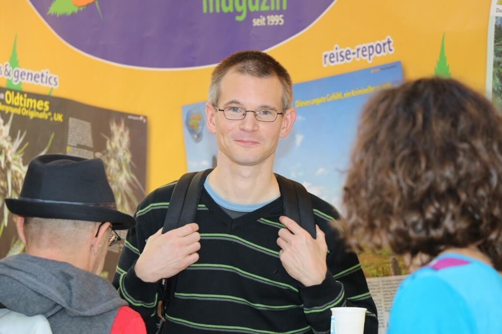 Hanfpatient Oliver Mulatz klagt auf Genehmigung für Eigenanbau für sein Recht auf körperliche Unversehrtheit.