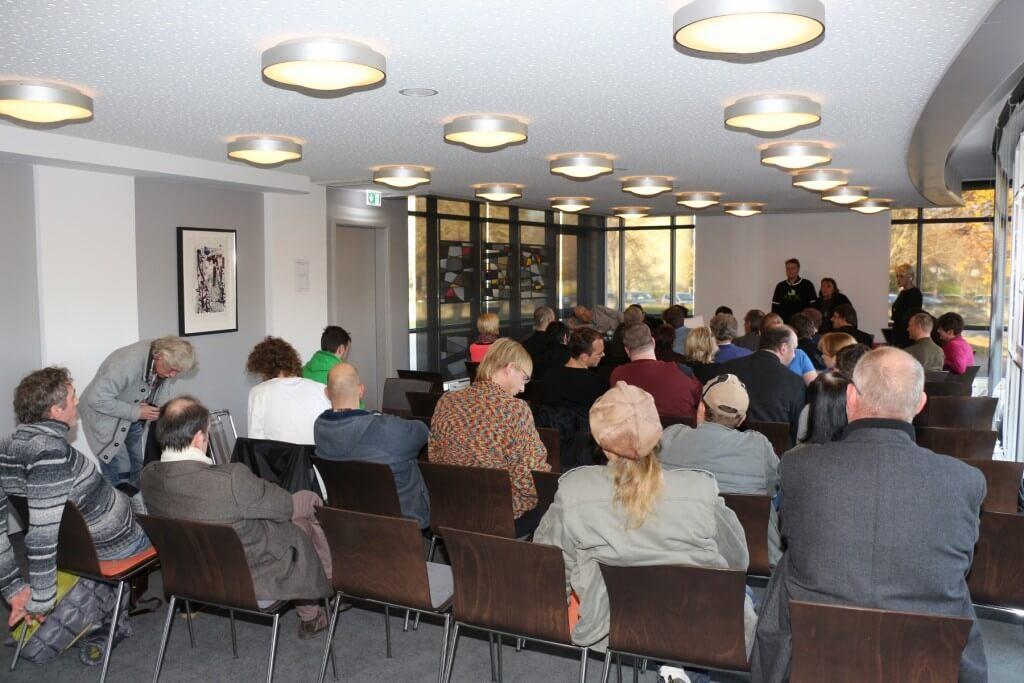 Dr. Franjo Grotenhermen leitet die Veranstaltung des IACM November 2014, Patienten Eigenanbau war ein Thema!