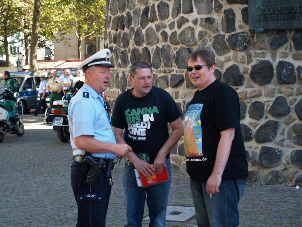 Trotz oder wegen medizinischem Notstand organisiert Oliver Kaupat die erste Dampfparade 2012 und will Cannabis legalisieren!
