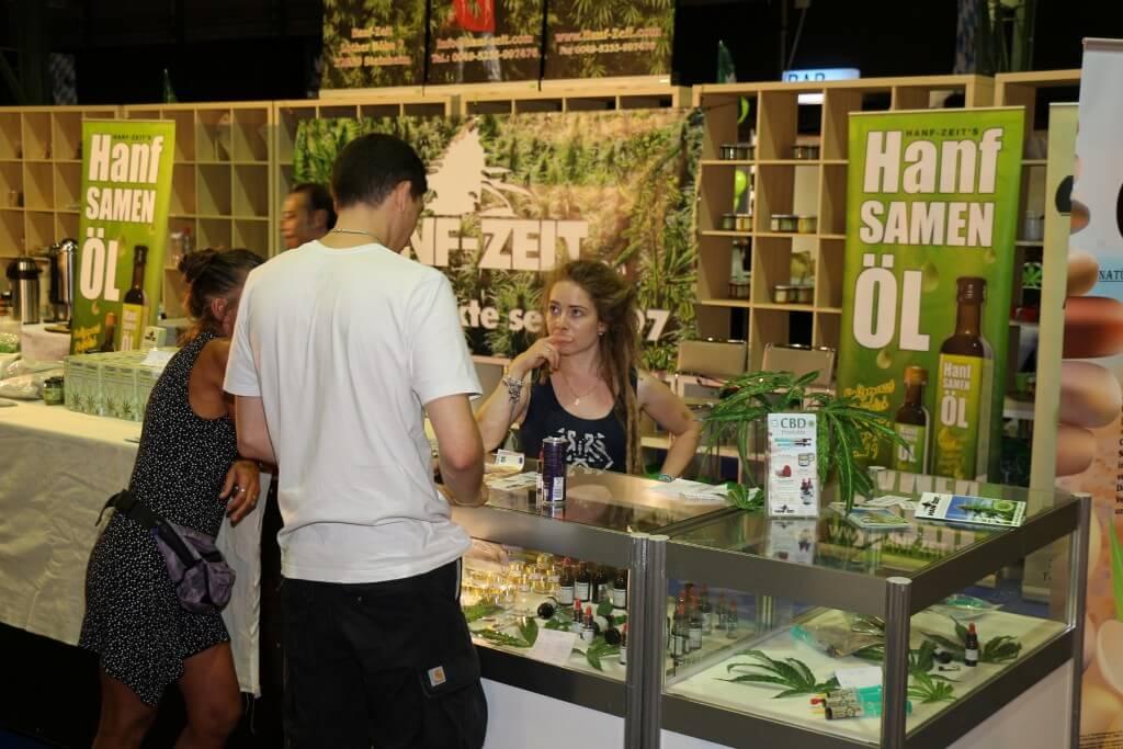 Bianca von Hanf-Zeit auf der Cannabis XXL
