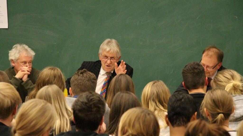 Hubert Wimber diskutiert in Münster