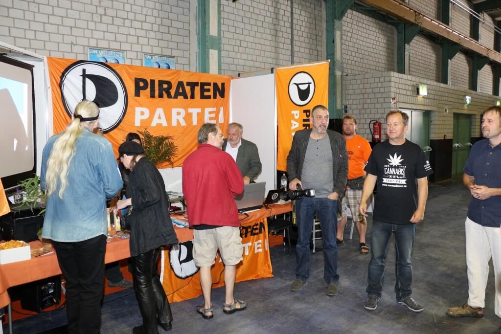 Wenzel (XXL Shirt)startete das Volksbegehren Ja zur Legalisierung