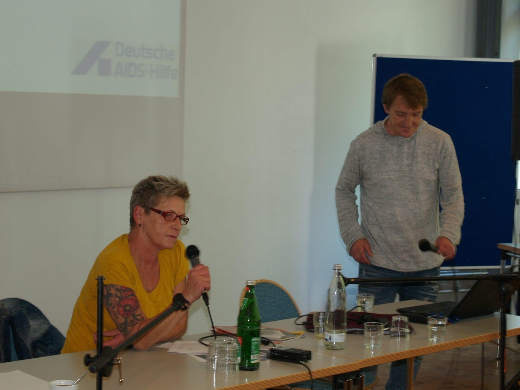 Claudia Schieren und Dirk Schäffer auf der Drogenfachtagung