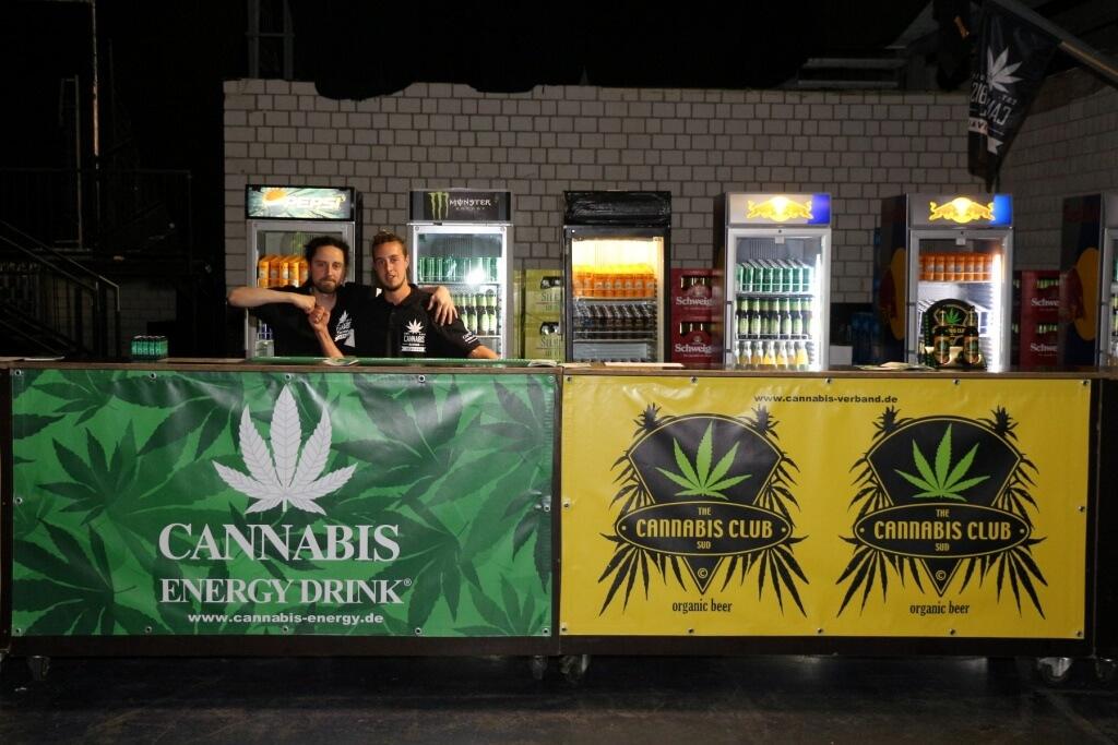 Viele freiwillige Helfer wollen das Bayerische Cannabisverbot kippen