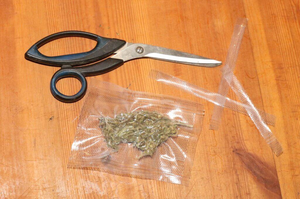 Für die richtige Marihuanaeinlagerung solle keine Luft mehr an die Blüten gelangen