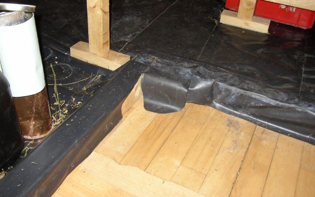 Das Growkammer Holzrahmengestell mit Bodenwanne
