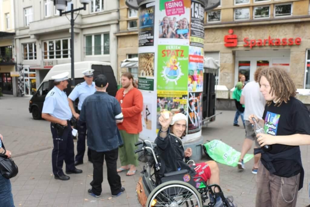 Keine ehrenamtlichen Drogenfahnder sondern Aktivisten auf Legalize Demo