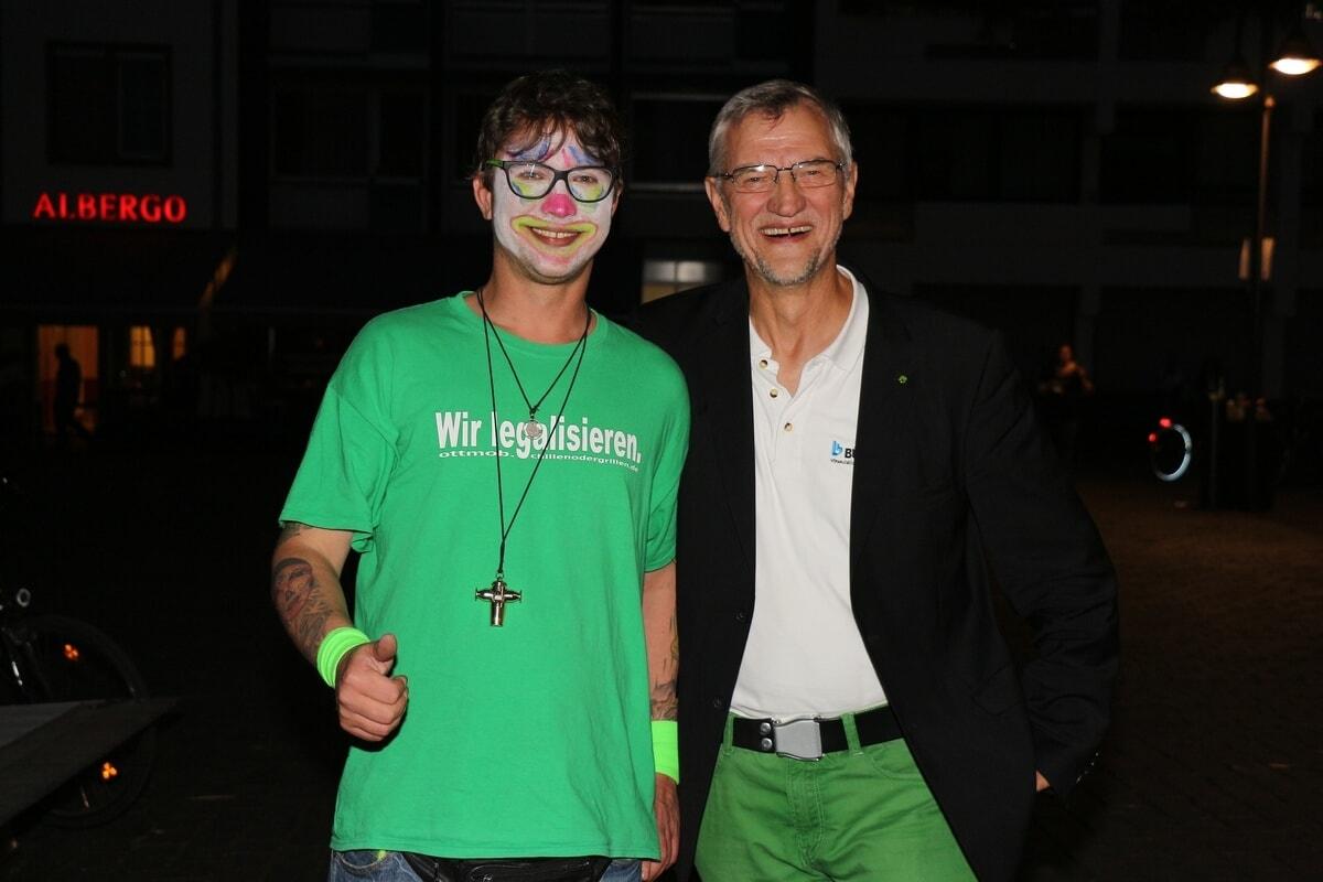 Ein Hanfclown und Andreas Hupke