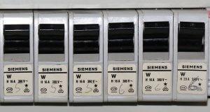Welche Steckdosen oder Geräte laufen über welche Sicherungen