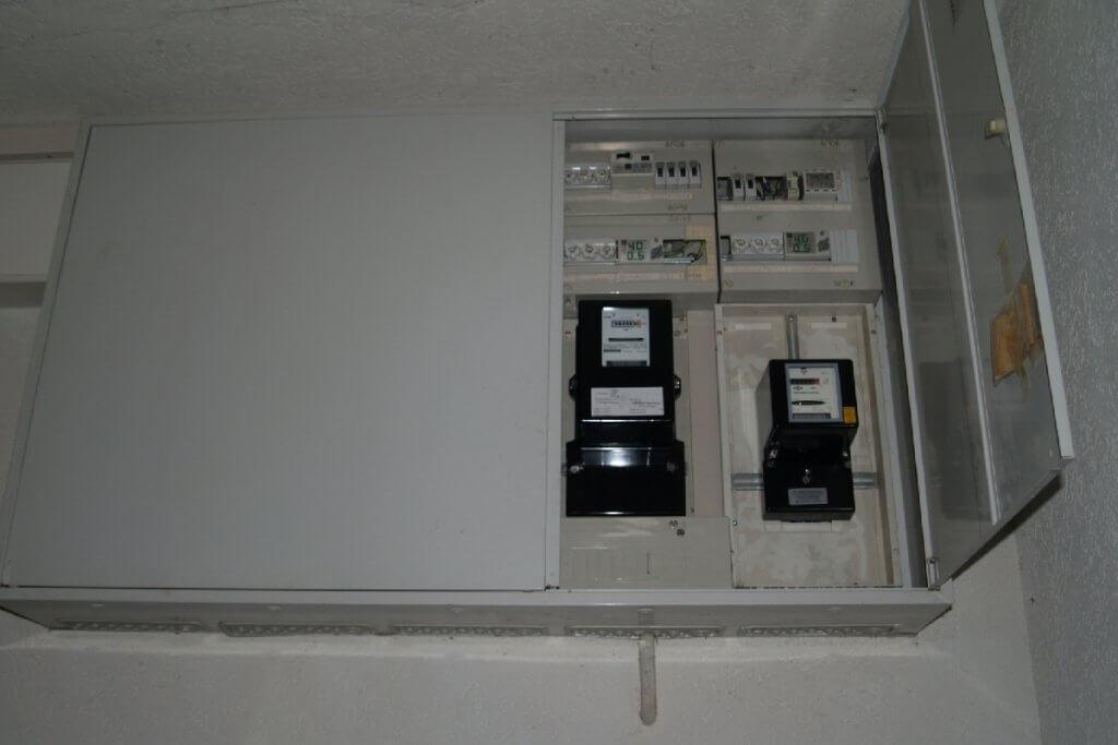 Anstelle vom Kleinstromverteiler neue Sicherungen und Kabel einbauen?