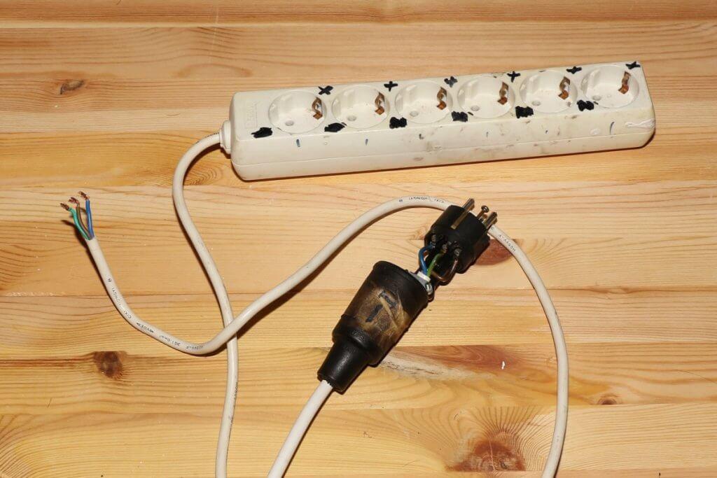 Steckleiste mit längerem Kabel versehen