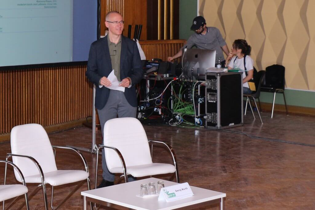 Georg Wurth vor seinem Vortrag