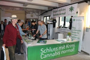 Gut besuchter Hanfverband Messestand
