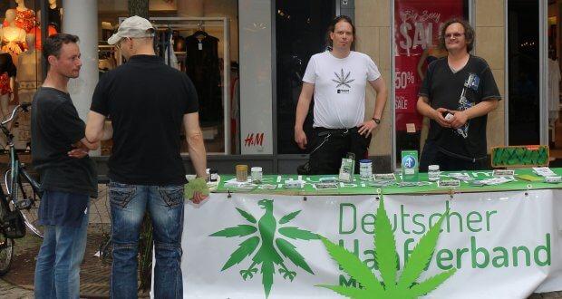Seit Jahren bei den Hanffreunden Münster vor Ort aktiv, im weißen Shirt