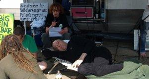 Demo vor der Bundesopiumstelle im Juli 2013