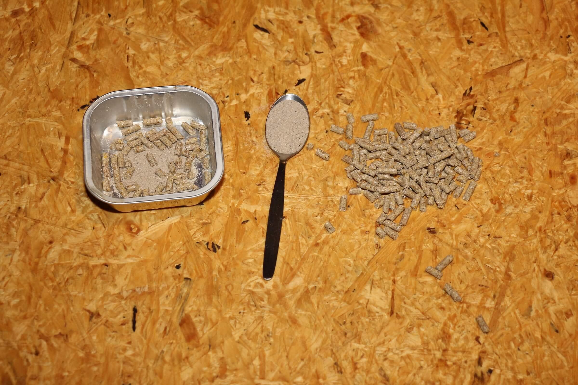 Neben dem Mineralmix ist immer auch etwas Feinkies gut, auch in der Balkonkübel-Wurmfarm
