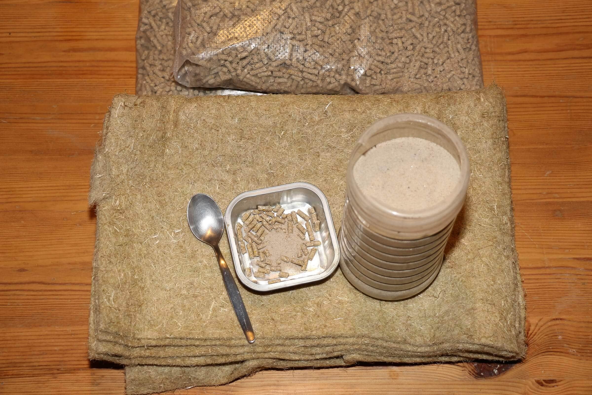 Wurm-Mineralmix und etwas Feinkies, hier Maurersand