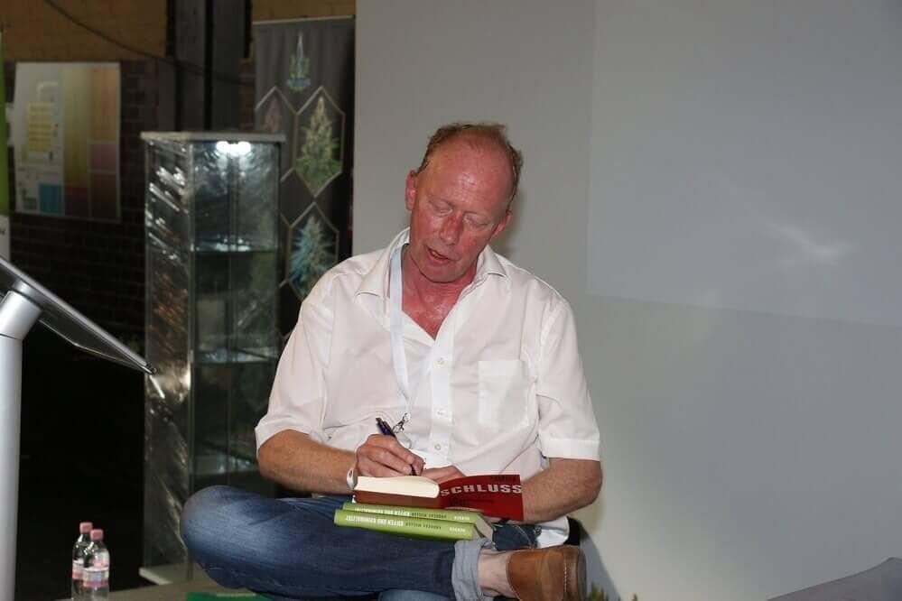 Buchautor Müller - keine gemachten Prügelknaben, sondern Intensivtäter verknackt